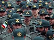 Ihnen galt der Anschlag in der Unruheprovinz Sistan und Belutschistan: Revolutionsgardisten, hier bei einer Zeremonie zum 40. Jahrestag der islamischen Revolution am Dienstag in Teheran. (Bild: KEYSTONE/EPA/ABEDIN TAHERKENAREH)