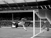 Gordon Banks in seinem Element - der Engländer war einer der besten Goalies seiner Zeit (Bild: Keystone/AP/PA)