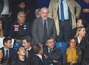 Nimmt heute auf der Letzigrund-Tribüne Platz: Napoli-Präsident Aurelio De Laurentiis (Mitte). (Bild: Francesco Pecoraro/Getty (6. November 2018, Neapel))