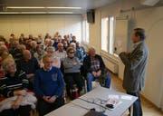 Der Urner alt Nationalrat Franz Steinegger sprach vor einem vollen Saal. (Bilder: Primus Camenzind (Sarnen, 12. Februar 2019))