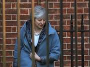 May weht weiterhin kalter Wind entgegen: Am Donnerstag lehnte das britische Unterhaus Anträge der Regierung ab. (Bild: Steve Parsons/PA via AP)