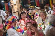 Am legendären Frauenabend unter dem Motto Aloha Hawaii im Restaurant Obernau in Kriens. (Bild: Pius Amrein (Obernau, 30. Januar 2018))