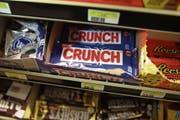 Von Nestlé als Teil der US-Süsswarensparte an Ferrero verkauft: «Crunch Bars» in einem Geschäft in Miami. (Bild: Joe Raedle/Getty (16. Januar 2018))