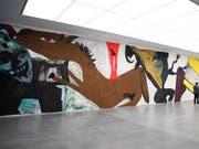 Blick auf einen Teil des 140 Meter langen und 4,40 Meter hohen Bilds «Die Umgebung der Liebe» von Martin Disler im Kunstmuseum in Chur. Die Ausstellung ist bis am 26. Mai zu sehen.(KEYSTONE/Gian Ehrenzeller) (Bild: KEYSTONE/GIAN EHRENZELLER)