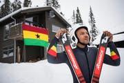 Carlos Mäder vor dem «House of Ghana» in Åre. (Bild: Jean-Christophe Bott/Keystone, Åre, 12. Februar 2019)