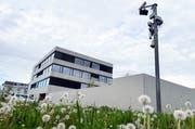Aus dem heutigen Empfangs- und Verfahrenszentrum (EVZ) wird ein Bundesasylzentrum ohne Verfahren (BAZoV). Das Gebäude an der Döbelistrasse in Kreuzlingen wird noch umgebaut von heute 290 Betten auf künftig 310 Plätze. (Bild: Nana do Carmo)