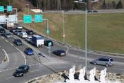 Signalisation geändert: Der Verkehr auf dem Bypass vom Toggenburg her in Richtung Zürich (ganz rechts) hat keinen Vortritt mehr.
