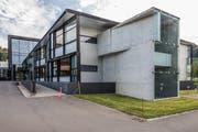 Das ehemalige Trumpf-Gebäude in Walterswil wird nun nicht von der International School of Zug and Luzern (ISZL) bezogen. (Bild: Patrick Hürlimann (29. September 2017)