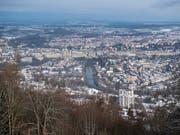 Die Stadt Bern - hier vom Berner Hausberg Gurten aus - wird Firmensitz des Nutzfahrzeug-Zulieferers Wabco Automotive. (Bild: KEYSTONE/ANTHONY ANEX)