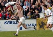 Als Spieler des FC Schaffhausen jubelt Enzo Todisco über seinen Treffer im Cup-Viertelfinal gegen den FC St.Gallen – seinen «richtigen» Arbeitgeber. (Bild: Andy Müller/Freshfocus (Schaffhausen, 30. März 2003))