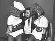 Einst trugen nur die Frauen Masken: Katerball in den 1960ern (Bild: PD)