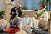 Walter Andreas Müller äussert sich beim Gespräch an der Kanzel mit Diakon Stefan Staub auch zu seiner Religiosität. (Bild: Roger Fuchs)