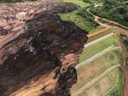 Ein Dammbruch an einer Eisenerzmine nahe Brumadinho in Brasilien Ende Januar kostete bis zu 300 Menschen das Leben und richtete schwere Schäden an der Umwelt an. (Bild: KEYSTONE/EPA EFE/ANTONIO LACERDA)