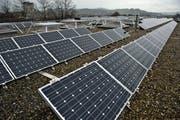 Solaranlage auf dem Dach des OZ Buechenwald. (Bild: Urs Jaudas, 31. März 2011)
