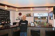 Der ehemalige Wirt des «La Bohème», Tommaso Di Felice, mischt Drinks in der eigenen Bar Mavericks. (Bild: Jessy Nzuki)