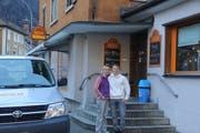 Die Verkaufsleiterin der Beck Uri AG Raphaela Tresch und der neue Geschäftsleiter Fabian Walker vor ihrem Laden in Erstfeld. (Bild: Paul Gwerder (Erstfeld, 15. Februar 2019))