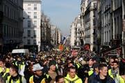 Gelbwesten-Marsch in Paris. Bild: Thibault Camus/AP (Paris, 16. Februar 2019)