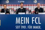 Präsident Philipp Studhalter, Medienverantwortlicher Markus Krienbühl und Sportchef Remo Meyer (von links) informierten am Montagmorgen über die Gründe der Entlassung von Trainer René Weiler. (Bild: Nadia Schärli)