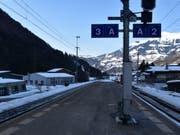 Der Unfallort auf dem Bahnhof in Schiers, wo sich die 17-Jährige schwere Beinverletzungen zuzog. (Bild: Kapo GR)