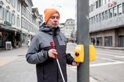 Gerd Bingemann ist seit über 30 Jahren auf den Blindenstock angewiesen. (Bild: Mareycke Frehner)