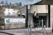 Unruhe an der HSG – ein neues Gesetz über die St.Galler Universität soll es nun richten. (Bild: Keystone)