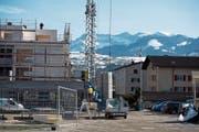 Rege Bautätigkeit im Kanton Luzern hält an: Baustelle eines Mehrfamilienhauses in Schachen. (Bild: Dominik Wunderli (19. Februar 2019))