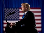 Verstösst nach Ansicht von mindestens 16 US-Bundesstaaten gegen die Verfassung: Präsident Donald Trump. (Bild: KEYSTONE/AP/ANDREW HARNIK)