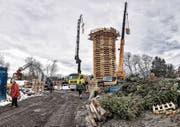 Für den Lustenauer Funken sollen fast 100 Tonnen Holz in Flammen aufgehen. (Bild: Lukas Hämmerle/Keystone)