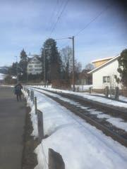 In dieser Kurve in Ebnat-Kappel rollen die Züge noch über Schienenstösse. (Bild: Martin Knoepfel)