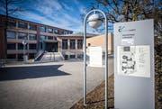 Weil mehrere Schüler Drohbriefe erhielten, stand die Aadorfer Sekundarschule im Fokus der Medien. (Bild: Reto Martin)