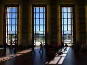 In den Gängen des Palais des Nations in Genf. Mit einer neuen Strategie und einer Stiftung will der Bundesrat Genf als Zentrum der Internationalen Diplomatie festigen. (Bild: KEYSTONE/MARTIAL TREZZINI)