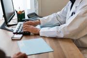 Das elektronische Patientendossier hat viele Vorteile für Patienten. (Bild: Christian Beutler/Keystone)