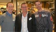Gruppenbild an der GV von Gewerbe Kreuzlingen: Reto Meyer, Inhaber der Tour de Suisse Rad AG und Gastgeber des Abends, Präsident Andreas Haueter sowie der ehemalige Radprofi Andreas Klöden. (Bild: Judith Schuck)
