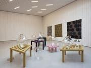 Gemustert und durchlässig bespielt «Spiraling Shifts» die Ausstellungsräume im Winkelriedhaus. Bild: Christian Hartmann/PD