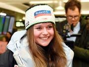 Corinne Suter hat auch in Crans-Montana gute Laune - 2. Platz im ersten Training (Bild: KEYSTONE/WALTER BIERI)