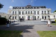 Die russische Botschaft in Prag gilt als Herzstück für Geheimdienstoperationen im Land. Rund 200 Diplomaten sind direkt dort oder in den Konsulaten in Brno und Karlovy Vary tätig. (Bild: Imago, 9. Mai 2016)