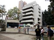 Das letzte Domizil des kolumbianischen Drogenbarons Pablo Escobar in Medellín kurz vor seiner Sprengung. (Bild: KEYSTONE/EPA EFE/LUIS EDUARDO NORIEGA A.)