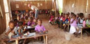 Znünipause im Kindergarten: Dank des Engagements des Vereins «Société Malagasy Suisse» soll Kindern im Norden Madagaskars ein normales Leben ermöglicht werden. (Bild: PD)