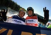 Zwei Skilegenden: Marc Girardelli mit Alberto Tomba in Bansko. Bild: Epa/Donev