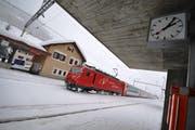 Ein Zug der Matterhorn-Gotthard-Bahn beim Bahnhof Andermatt. (Archivbild: Urs Hanhart)