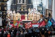 Die grosse Anteilnahme war beim Abschiedsgottesdienst für Pfarrer David Blunschi augenscheinlich. (Bild: Philipp Schmidli, Stans, 23. Februar 2019)