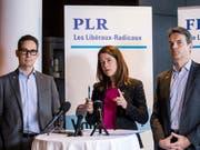 Die FDP bezieht Stellung: Fraktions-Vize Hugues Hiltpold, Parteipräsidentin Petra Goessi und Fraktionspräsident Beat Walti (vlnr) sagen Ja zum Rahmenabkommen mit der EU. (Bild: KEYSTONE/ALEXANDRA WEY)