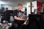 Bleibt auch mit 82 Jahren ein Paradiesvogel: der ehemalige Goldschmuggler, Vermögensverwalter und Musiker Peter Buser. (Bild: Urs Bucher/Tagblatt, Triesen, 19. Februar 2019)