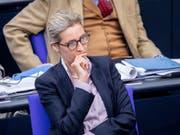 Alice Weidel, Fraktionsvorsitzende der AfD im deutschen Bundestag, bezeichnet die Vorwürfe in der Spendenaffäre als lächerlich. (Bild: KEYSTONE/dpa/KAY NIETFELD)