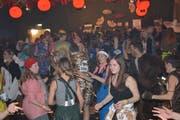 Auf der Tanzfläche waren die freien Plätze in der Turnhalle Dorf sowohl am Freitag als auch am Samstag rar. (Bild: Beat Lanzendorfer)