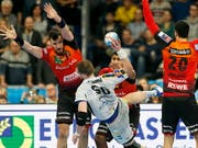 Handball bietet immer wieder tolle Kampfszenen (Bild: KEYSTONE/EPA/RONALD WITTEK)