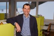 Kandidat für das Gemeindepräsidium Schwellbrunn Ueli Frischknecht in der Lernlandschaft der örtlichen Oberstufe. Das Schulmodell wurde in seiner Zeit als Verantwortlicher des Ressorts Bildung eingeführt. (Bild: PD)