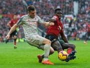 Kein Sieger im Duell zwischen Liverpools James Milner und Manchester Uniteds Paul Pogba (Bild: KEYSTONE/EPA/PETER POWELL)