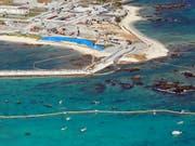 Für den Bau der neuen US-Militärbasis wird eine Bucht in Henko aufgeschüttet. (Bild: KEYSTONE/EPA JIJI PRESS/HITOSHI MAESHIRO)
