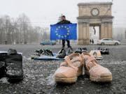 In Moldawien wird am heutigen Sonntag ein neues Parlament gewählt - die ehemalige Sowjetrepublik ist zwischen EU- und Russland-Anhängern hin- und hergerissen. (Bild: KEYSTONE/AP/VADIM GHIRDA)